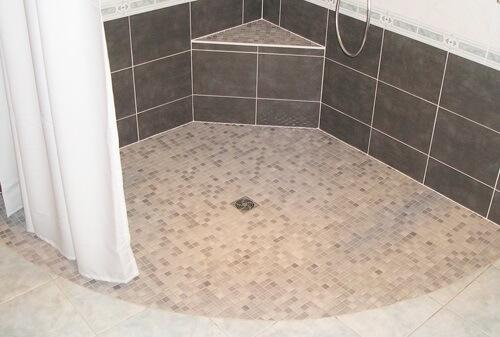 remplacer une baignoire par une douche douches et baignoires com. Black Bedroom Furniture Sets. Home Design Ideas