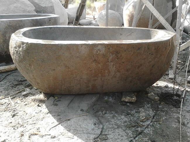 Photos de baignoires en pierre douches et baignoires com for Baignoire en pierre naturelle
